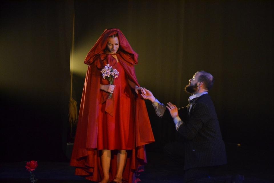 Risultati immagini per IMMAGINI TEATRALI DI cappuccetto rosso teatro Ruvo di Puglia